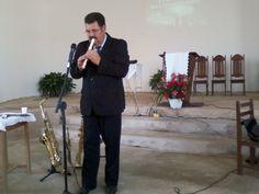Musico André da Silva. Que alterna pregação com louvores e seus instrumentos de sopro, flauta doce. Em 07/12/2013 no Culto Divino.