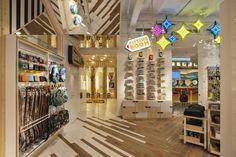Pull&Bear Portal de l'Àngel - A brand new store image Shop Interior Design, Retail Design, Store Design, Glasgow Uk, Portal, Spain Fashion, Store Layout, Pull N Bear, Shop Interiors