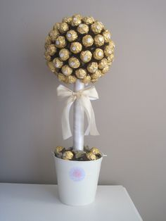 Ferrero Rocher tree with simple white colours