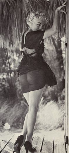 Bunny Yeager, – American photographer and pin-up model_The Best Photos Of Marilyn Monroe….That Aren't Marilyn Monroe Marilyn Monroe, Divas, Most Beautiful Women, Beautiful People, Norma Jeane, Brigitte Bardot, Old Hollywood, American Actress, My Idol