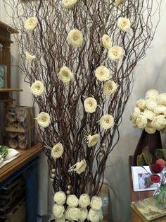 Artificial Floral Arrangements, Vase Arrangements, Silk Flower Arrangements, Nylon Flowers, Paper Flowers Diy, Palm Tree Crafts, Diy Para A Casa, Christmas Deco, Christmas Crafts