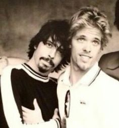"130 curtidas, 6 comentários - Taylor Hawkins (@taylorthehawk) no Instagram: ""Young Taylor and Dave #taylorhawkins #davegrohl #foofighters #FF #drummer #coattailriders…"""