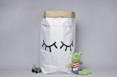 tellkido : leuke papieren opbergzakken. Ideaal voor alle knuffelberen of ander speelgoed in te bewaren.  Mooi in kinderkamer, maar oogt tevens ook mooi in leefruimte ! Alles netjes opgeruimd !