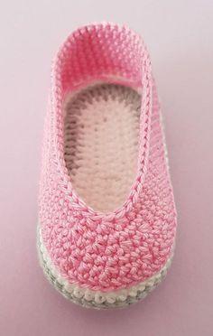 Crochet Baby Boots, Crochet Shoes, Crochet Slippers, Crochet Beanie, Baby Shoes Pattern, Baby Patterns, Shoe Pattern, Cute Baby Shoes, Baby Girl Shoes