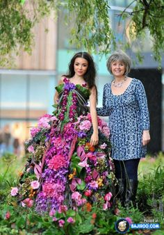 amazing cool awesome dress made with real flowers costumes designs style trendy pics images photos pictures leg deadlift  31 Amazing Dresses Made Of Real Flowers
