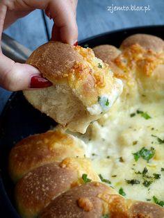 Chlebki z dipem serowym