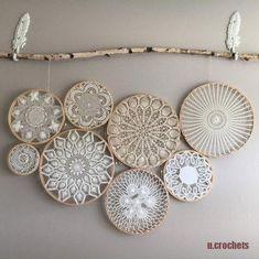 Vintage böhmische Deckchen Wandkunst - Wandbehang - Deckchen - Macrame Hoops w / Deckchen Arte de pared de tapete bohemio vintage - tapiz - tapetes - aros de macramé con tapetes, Doilies Crafts, Crochet Doilies, Lace Doilies, Framed Doilies, Doily Art, Lace Art, Diy And Crafts, Arts And Crafts, Creation Deco