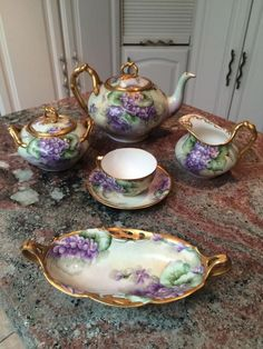 This beautiful Limoges tea set painted with violets dates from the very early part of the It's composed of : 1 Teapot, 1 Sugar bowl (large since sugar cubes are used in France) 1 Creamer, 1 Cup and saucer, 1 dish. Antique Tea Cups, Antique Dishes, Vintage Dishes, Vintage China, Vintage Teacups, Vintage Antiques, French Tea, Sushi Set, Tea Sets Vintage