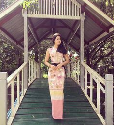 Thinzar Wint Kyaw Beautiful Pictures in Myanmar Dress