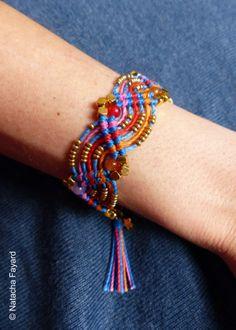 Bracelet macramé esprit friendship / bleu orange rose / perles en plaqué or / breloque pompon Oo*