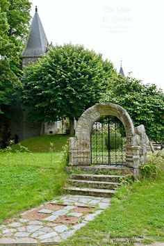 My photo of Rochefort-en-Terre, Brittany France of the day: a remain of bygone times with another view of the lovely stone arch and its gorgeous wrought-iron gate on the grounds of the 12th century château. Myriam Cdlc.