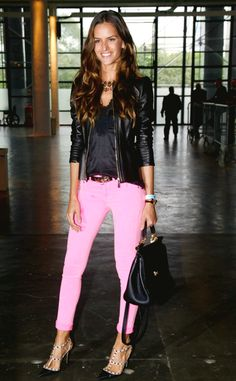 Idea for wearing pink jeans this winter.