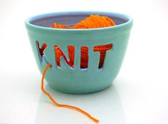 I need a yarn bowl! Crochet please! :) (Yarn Bowl Knitting Crotchet Bowl Ceramic Turquoise by LennyMud) Loom Knitting, Knitting Patterns, Start Knitting, Trick 17, Yarn Bowl, How To Purl Knit, Knitting Accessories, Ceramic Bowls, Knitting Projects