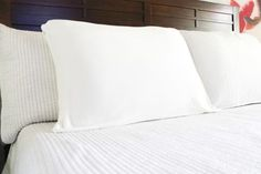 Hydrating Pillowcase (Standard Queen Size, White)