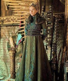 Even though she started as a simple character the wife of a farmer Lagertha grew up in every single season. Actually we could see a big difference after season 2. She was the woman who became an earl.  _ Nowadays she is our queen Queen Lagertha the one who should have ruled upon Kattegat while Ragnar was away raiding. Even though stories tend to change Lagertha will never change. She will always be the strong shieldmaiden we knew. In this photo Lagertha looks like a queen like a royal character!