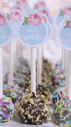 Ünnepi Dekor: CAKE POP - SÜTINYALÓKA Cake Pop, Desserts, Food, Cake Pops, Tailgate Desserts, Deserts, Eten, Postres, Dessert