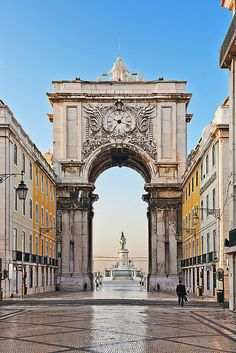 Lisbon - Triumph Arch, from Strest Augusta to Terreiro do Paço square, by the river.