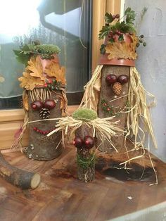 She only took a shredded plastic bottle and a few cones: This autumn idea didn't . - DIY - Naturmaterialien - She only took a shredded plastic bottle and a few cones: This autumn idea didn't . Acorn Crafts, Wood Crafts, Diy And Crafts, Crafts For Kids, Paper Crafts, Casa Halloween, Halloween Crafts, Halloween Decorations, Art Activities For Kids