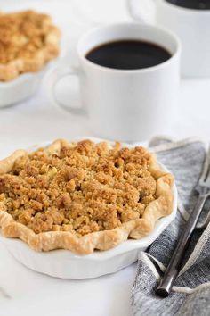 Individual Apple Pies, Mini Apple Pies, Mini Pies, Quick Apple Dessert, Apple Dessert Recipes, Apple Recipes, Top Recipes, Mini Desserts, Sweets Recipes