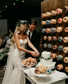 Dress and hair Wedding Donuts, Wedding Desserts, Wedding Decorations, Wedding Cake Alternatives, Alternative Wedding Cakes, Flower Crown Wedding, Flower Crowns, Wedding Flowers, Wedding Hands