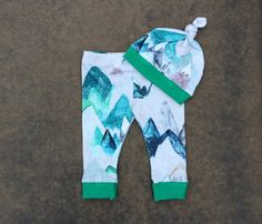 Watercolor Mountain Newborn Legging Set, Baby Boy Pants & Hat Set, Baby Boy Gift, Coming Home Outfi Baby Leggings, Baby Pants, Newborn Photo Props, Newborn Photos, Boy Girl Twins, Coming Home Outfit, Baby Boy Gifts, This Or That Questions, Boys