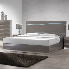 Best Master Leon 5 pc leon collection modern style queen bedroom set with gray lacquer finish Bedroom Panel, Grey Bedroom Furniture Sets, Furniture Design, Modern Bedroom, Minimalist Bedroom, Bedroom Design, Gray Master Bedroom, Furniture, Bedroom Set Designs