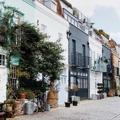"""🌿☺️🍃 (at St Lukes Mews) """" Happy Sunday, Mews House, London Townhouse, Classic Architecture, House Architecture, Cottage, London Calling, London City, Habitats"""