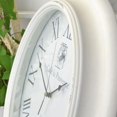 Ljuvlig väggklocka i shabby chicstil med vacker urtavla och visare. Shabby, Clock, My Style, Wall, Home Decor, Decorations, Watch, Decoration Home, Room Decor