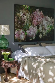 CASA TRES CHIC: HOUSE IN COOGEE, AUSTRALIA. Amazing bedroom decoration with a large beautiful flowers wall canvas, a white color bed shit and white pillows, beside the bed has a cabinet and stool. It's a moody and smart decoration into this modern and classic bedroom. http://www.urbanroad.com.au/