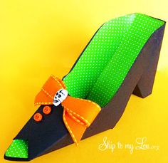 Make this  DIY paper shoe! It makes the perfect party favor! www.skiptomylou.org #halloweenpapershoe #halloweenpartyfavor #halloweenideas