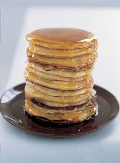 American Breakfast Pancakes: These are those thick, spongy American pancakes that are often eaten with warm maple syrup and crisp fried bacon.streaky is best. Breakfast And Brunch, Breakfast Pancakes, Breakfast Tacos, Banana Breakfast, Fluffy Pancakes, Nigella Lawson, Dessert Minute, American Breakfast, Food Network