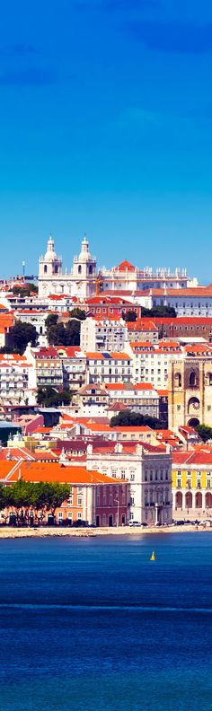 Lisbon Skyline as seen from Almada (Portugal)    |    Amazing Photography Of Cities and Famous Landmarks From Around The World