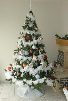 Mon sapin avec les boules de Noël faites maison pour Noël 2012.