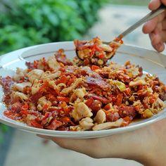 """Kuliner Surabaya on Instagram: """"mau perkenalin menu baru & hits di surabaya nih buat temen2 yg doyan kuliner. pork & bacon sambal matah.. ngga asal sambel abal2. komposisi daging & bacon dijamin berlimpah. ga cm isi minyak, cabe dan bawang2an. rasanya maknyus gampang banget dikonsumsi, sama nasi putih hangat aja udah mantepppp!  menunya variatif banyak pilihan, buat yg penasaran bs lsg cek aja IG nya di @themeal.idea non halal ya.."""""""
