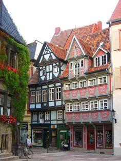 Hermosos edificios saxon en Quedlinburg, Alemania