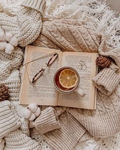 Book Wallpaper, Cute Wallpaper Backgrounds, Cute Wallpapers, Boho Chic Living Room, Decor Home Living Room, Pile Of Books, Tea And Books, Cozy Aesthetic, Beige Aesthetic