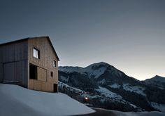 Matratzenlager unterm Dach - Holzhaus von Bernardo Bader im Walsertal