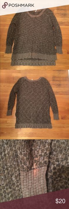 Free People Honey Comb P/O Work a decent amount of times. 31% acrylic, 31% wool, 20% cotton, 15% polyester. Interior pilling, but that occurs naturally as it gets worn in. The only issue with this is the bleach stain on the back of the left arms wrist, as pictured. Free People Sweaters Crew & Scoop Necks