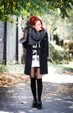 Chunky scarf and shoes + oversized coat. Love feeling little in big clothes Chunky scarf and shoes + oversized coat. Love feeling little in big clothes Fashion Mode, Grunge Fashion, Cute Fashion, Girl Fashion, Fashion Outfits, Womens Fashion, Alternative Outfits, Alternative Mode, Alternative Fashion