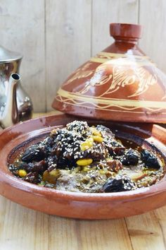 Tajine di agnello con le prugne. Healthy Life, Healthy Eating, World Recipes, Slow Cooker, Food Porn, Food And Drink, Healthy Recipes, Homemade, Dinner