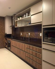 Belíssima cozinha em tons de chocolate By Claudiny SNAP: Decoredecor Projeto: Claudiny ARCHITECTURE | INTERIORS | KITCHEN