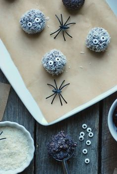 Make a batch of these Boo-Berry Snack Balls, a healthy Halloween snack for parties and lunch boxes. #realmomnutrition Halloween Snacks For Kids, Healthy Halloween Treats, Halloween Ball, No Bake Snacks, Party Snacks, Fall Recipes, Holiday Recipes, Healthy Recipes, Eat Seasonal