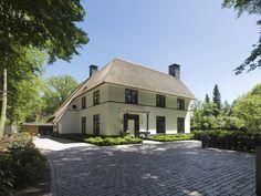 Villa te Diepenveen - Voorgevel: Modern Huizen door Friso Woudstra Architecten BNA B.V.