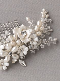 Floral Crystal and Pearl Wedding Hair Comb in Silver, Gold, or Rose Gold Hair Comb Wedding, Headpiece Wedding, Wedding Hair Pieces, Bridal Headpieces, Casco Floral, Bridal Hair Flowers, Flower Hair, Floral Headpiece, Wedding Hair Accessories