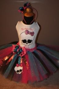 """Wish I had a sis that could make this for me lol I just purchased my baby's Monster High costume last night """"the outfit my sis is gonna make for my daughters out fit monster high party ideas Monster High Party, Monster High Tutu, Cumple Monster High, Monster High Birthday, 6th Birthday Parties, Birthday Ideas, Birthday Tutu, Bday Girl, Partys"""