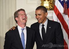 米首都ワシントン(Washington D.C.)のホワイトハウス(White House)で笑顔を見せるショーン・ドノバン(Shaun Donovan)現住宅都市開発長官(左)と、バラク・オバマ(Barack Obama)米大統領(2014年5月23日撮影)。(c)AFP/Jewel Samad ▼24May2014AFP|米住宅長官にカストロ氏を指名、ヒスパニック系の「希望の星」 http://www.afpbb.com/articles/-/3015816 #Shaun_Donovan #Barack_Obama