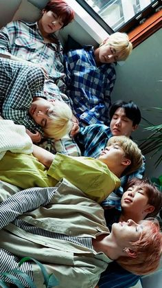 At a past fan sign, a fan asked Suga to draw each of his BTS members' sleeping postures. Suga's doodles are hilariously accurate. Bts Lockscreen, Foto Bts, Bts Taehyung, Bts Bangtan Boy, Bts Jimin, Kpop, Bts Sleeping, Sleeping Babies, Bts Group Photos