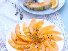 Carpaccio de melon sauce vinaigrette agrumes et cacahuètes concassées Salad Bowls, Sauce, Cantaloupe, Salad Recipes, Fruit, Cook Cook, Cooking, Food, Citrus Vinaigrette