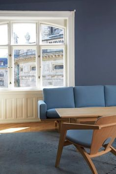 Lovely Wall color from flügger. Loving the blue with the wood