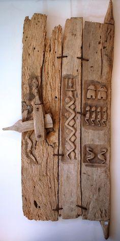 Petite porte de maison. /  Small house door. / Peuple Dogon. / Dogon People. / Bandiagara Escarpment. / Mali.